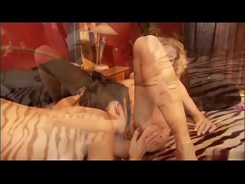 Twinz lesbians horne orgy