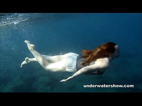 Nastya swimming nude in the sea - XNXX COM