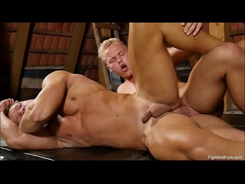 Muscley and horny gay sucks cock