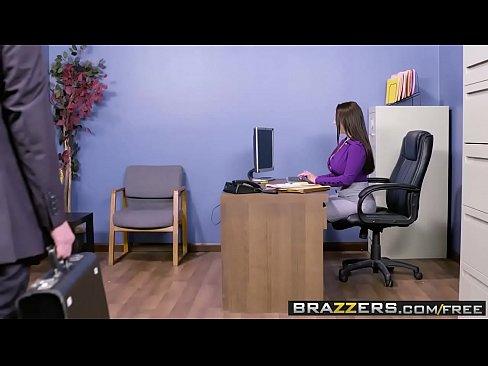 Big Tits an der Arbeit - Mein Slutty Sekretar Szene mit Angela White und Markus Dupree