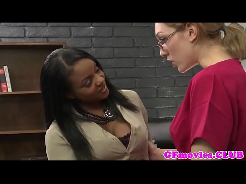 Busty black gf Sinnamon Love rubbing pussy