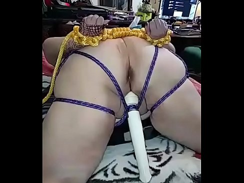 Bbw orgasms on computer chair