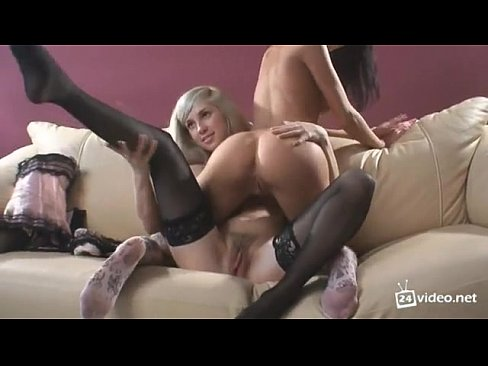 eating pussy lesson