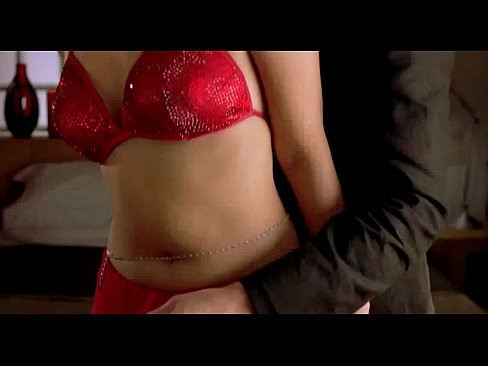 tight-aishwarya-nude-in-her-bedroom-somerhalder-naked-free