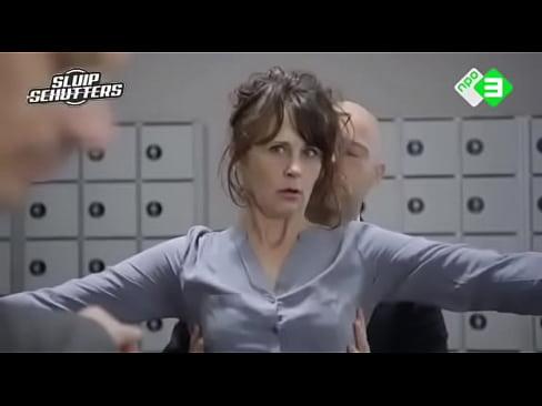 Tutti i giorni, i migliori video porno italiani in HD.