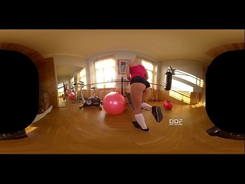 Fitness Babe Cecilia Scott Masturbates for you in VR!