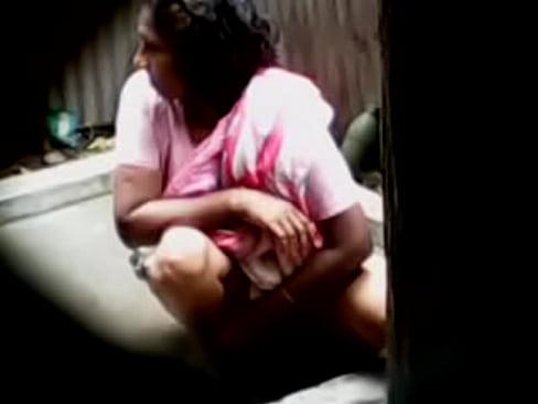 nude-bangladeshi-girl-pissing-urine-photo
