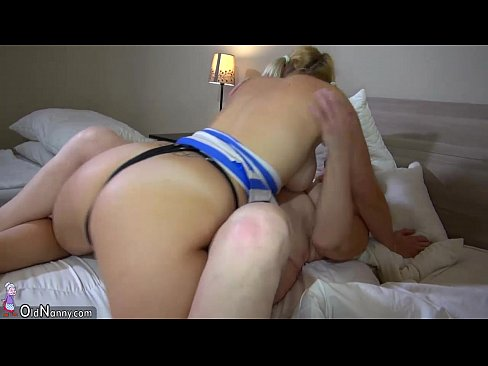 Lesbian Step Mom Eating Pussy