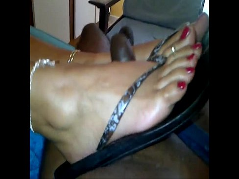 Quick Footjob From Cougar