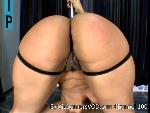 the-black-strippers-naked-in-locker-room-licked-black-dude
