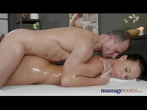 Masseur sucks pornstars dick
