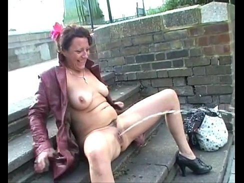Mature exhibitionism video