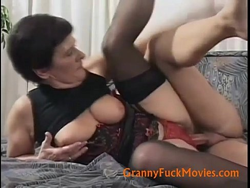 Old slut fucked hard