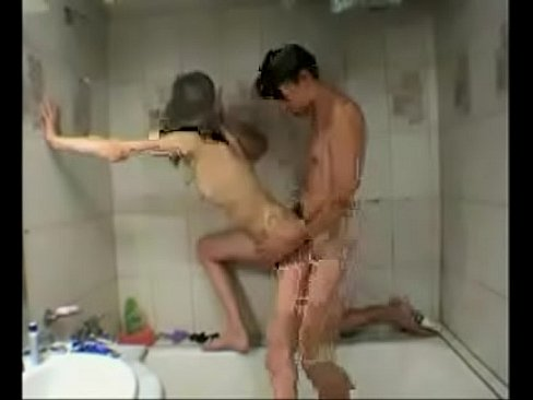 Voyeur girlfriend shower