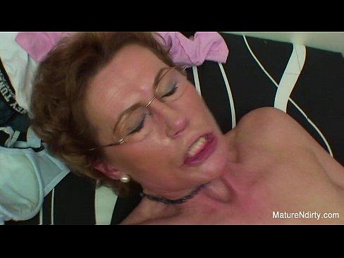 Mature slut getting fucked
