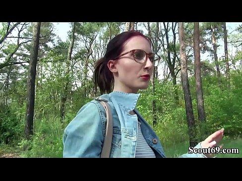 Gearmainis Scout - Strainseir Seduce Petite dearg gruaige teen Lia Louise a Fuck le haghaidh Airgead tirim