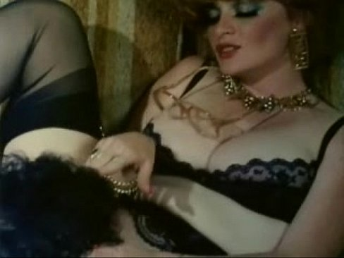 Classic red head porn star Lisa Deleeuw and Ron Jeremy in retro vintage scene