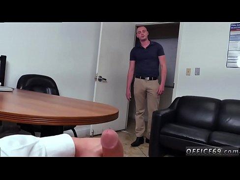 Long tongue sex pic