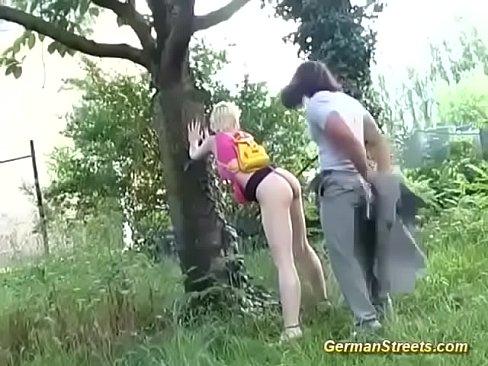 carino tedesco pulcini primo massiccio allaperto, facciale