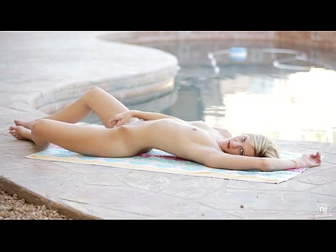 Blonde Chloe Brooke Rubs Her Clit - EroticVideosHD.com