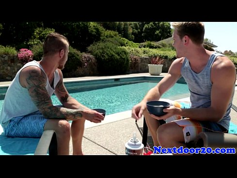 rimmed muscly stud fucked outdoors