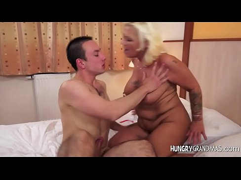 Mature woman fucking in the open