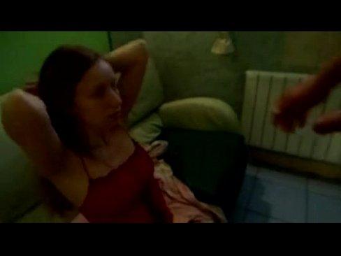 devushka-poziruet-porno-video-onlayn-lyubitelskaya-russkaya